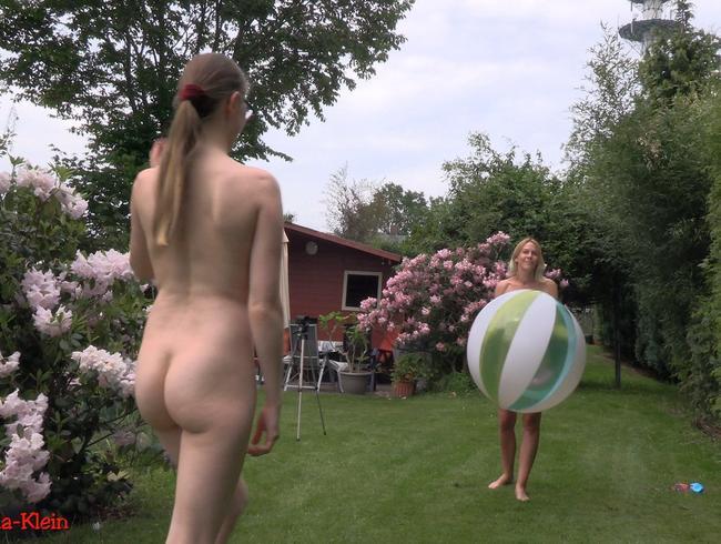 Sexy Girls beim Wasserballspiel im Garten !!